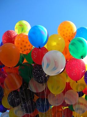 320px-Balloons_in_the_sky
